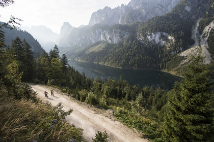 Mountainbiker am Gosausee